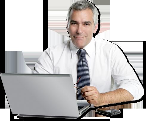 תמונה של מנהל עסק עם מחשב נייד וסמארטפון - עובד על תוכנת ניהול עסק