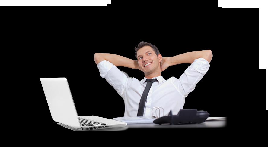 תמונת מנהל רכש נשען לאחור עם מחשב נייד